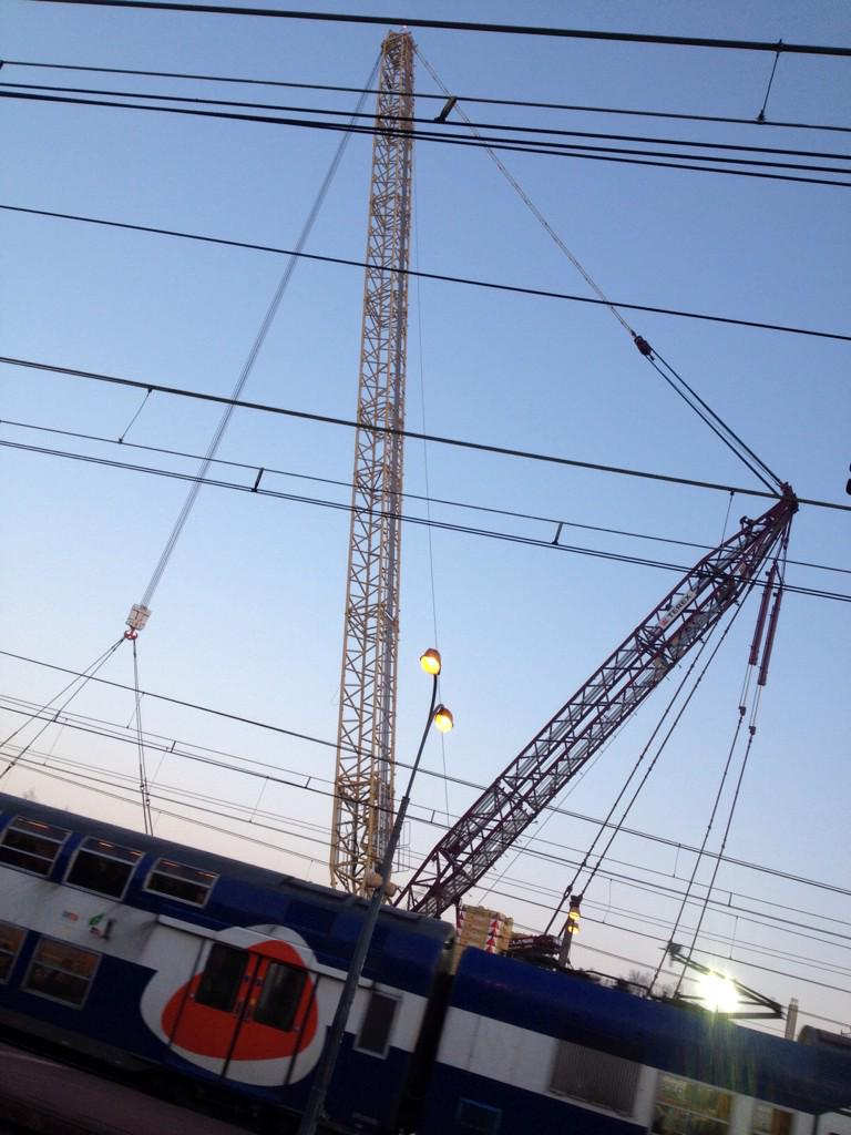 96 mètres de haut 1er étage Tour Eiffel prête pour mettre la nouvelle passerelle de 200T