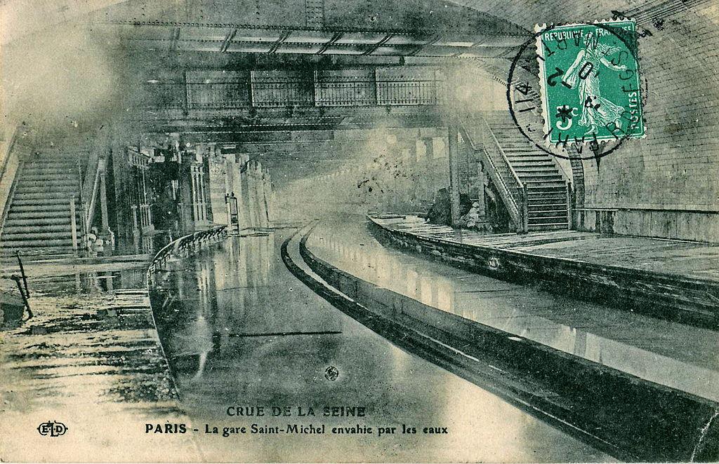 Gare st michel notre dame envahie par l'eau 1910